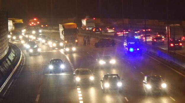 Zderzenie dwóch aut osobowych i ciężarówki na S8