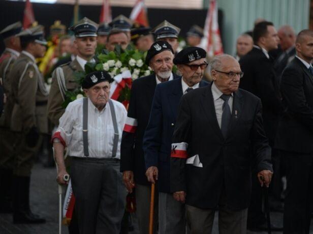 Powstańcy podczas uroczystości na pl. Krasińskich UM Warszawa