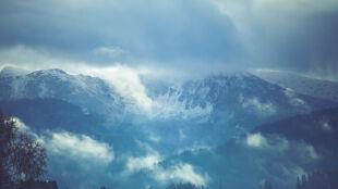 Oblodzone i śliskie szlaki w Tatrach. Ostrzeżenie IMGW przed silnym wiatrem