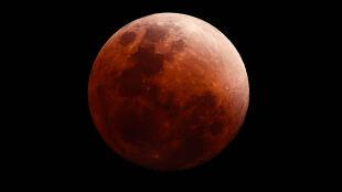 """""""Księżyc nagle przybiera barwę krwi"""". Zbliża się niesamowity spektakl"""