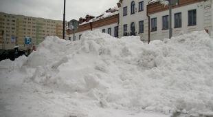 Śnieg z centrum Białegostoku wywożą ciężarówki