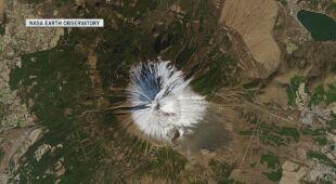 Góra Fudżi i jej nieznaczna pokrywa śnieżna na zdjęciach satelitarnych